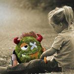 uithuisplaatsing-meisje-met-knuffelbeer