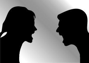 silhouet man vrouw ruzie